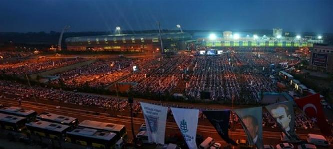 60 bin Başakşehirli aynı sofrada iftar yapt