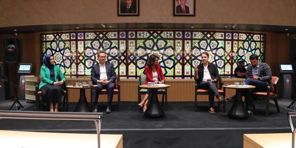 """Başakşehir'de """"Medya Ve Gençlik"""" Konuşuldu"""