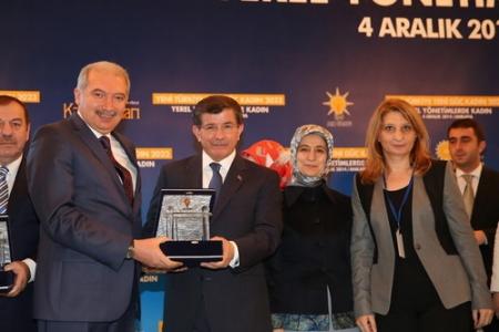 Başbakan'dan Başkan Uysal'a anlamlı ödül