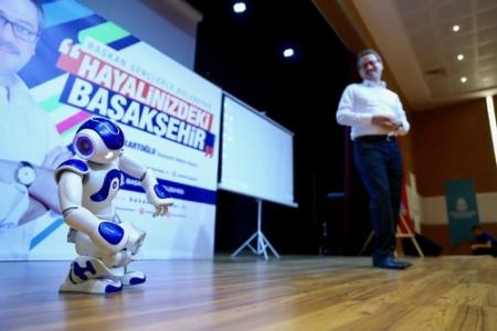 Başkan Kartoğlu ve 'Robot Rıfkı' gençlerle buluştu