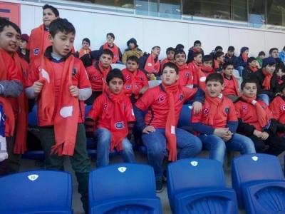 Futbol okulu öğrencileri İBFK maçını izledi