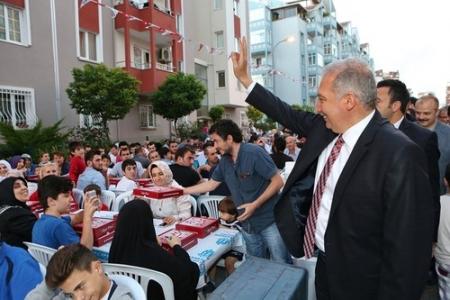 Onurkent sakinleri sokak iftarında buluştu
