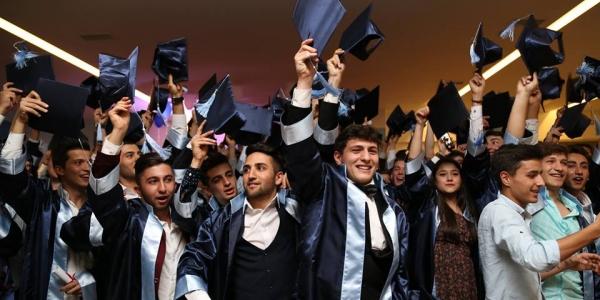 Özel İkitelli OSB Mesleki ve Teknik Anadolu Lisemiz ilk mezunlarını verdi.
