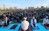 Başakşehir'de Açık Havada Sosyal Mesafeli Bayram Namazı