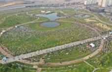 Başakşehir'de Açık Havada Bayram Namazı Coşkusu