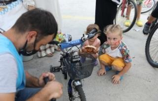 """Başakşehirli Çocukları """"Bisikletçi Amca""""..."""