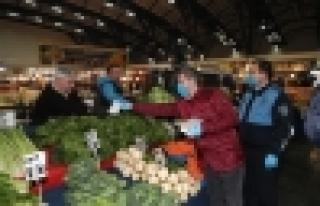 Başakşehir Belediyesi Halka Maske Dağıttı