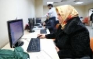 Başakşehir Kadınlar Teknoloji İle Buluştu