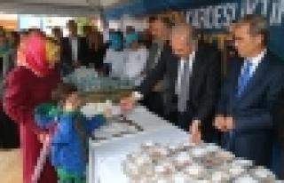 Başkan Uysal, Başakşehirlilere Aşure dağıttı