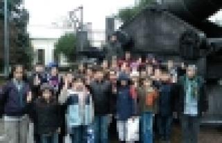 Bilgievi öğrencileri Harbiye Müzesi'ni gezdi