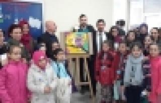 Bilgievi resim kulübü eserlerini sergiledi