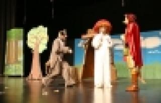 Çocuk tiyatroları perdelerini açtı