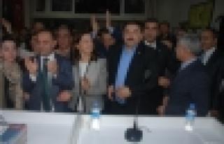 Örgütte Özgür Karabat sevinci