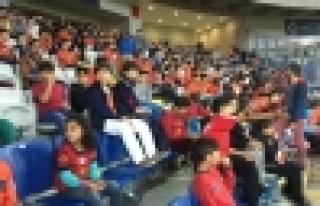 Spor Parkı öğrencileri takımlarını destekledi