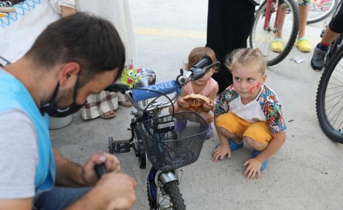 """Başakşehirli Çocukları """"Bisikletçi Amca"""" İle Daha Mutlu"""