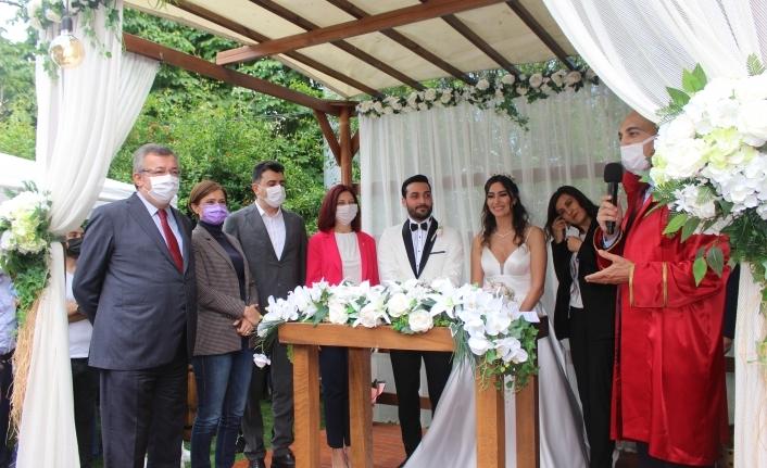 Yağmur ve Berkan'ın Görkemli Düğünü Göz Kamaştırdı