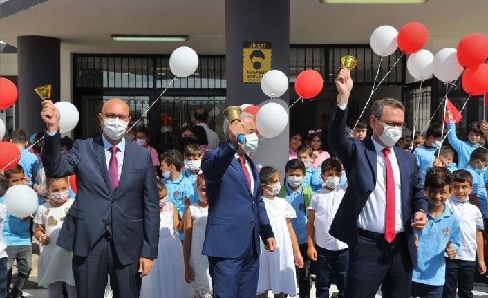 Başakşehir'de İlk Zili Başkan Kartoğlu Çaldı