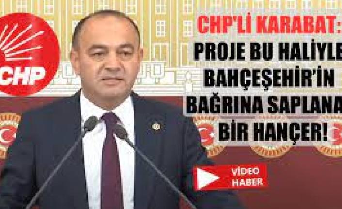 """CHP İstanbul Milletvekili ve PM üyesi Özgür Karabat, Bahçeşehir'de yapımı devam eden """"atık dönüşüm tesisi"""" konusunda TBMM'de bir basın açıklaması düzenledi."""