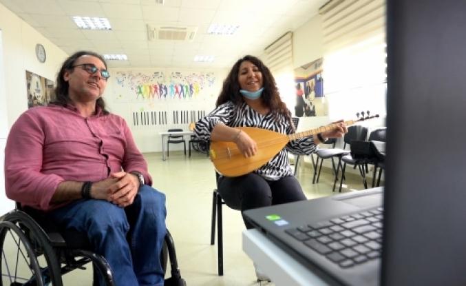 Belediye Başkanı Yasin Kartoğlu Engelsiz Online Müzik Sohbetinde